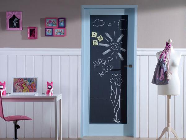 Drzwi do pokoju dziecka do… pisania i malowania